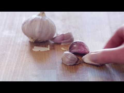 Youtube video to the Easy-press garlic press by Joseph Jospeh