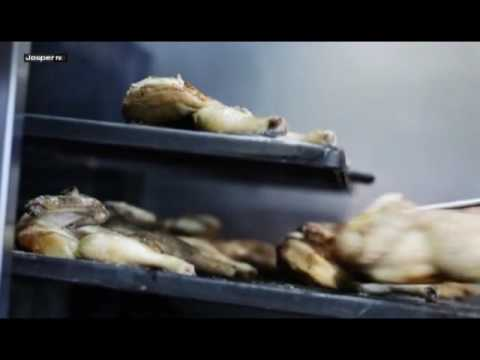 Video Grilled chicken Charcoal oven - Engels