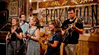 Lucky Barn (S03E04) The Quebe Sisters - Every Which-A-Way @Pickathon 2015