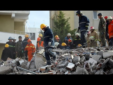 Σεισμός στην Αλβανία: Βρέθηκε ζωντανός κάτω από τα ερείπια 21 ώρες μετά…
