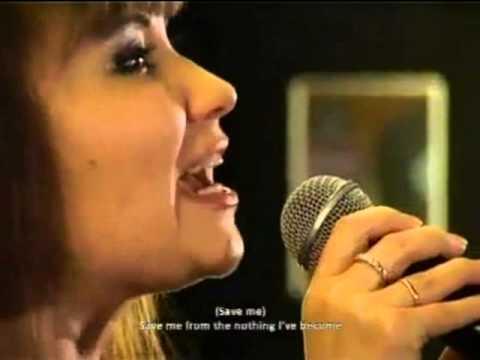 Девушка поёт песню Evanescence - супер!