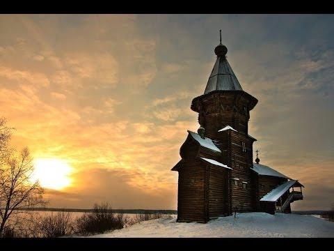 В церкви за иконостасом