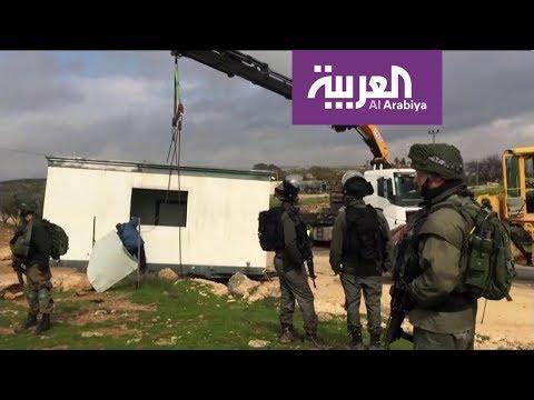العرب اليوم - شاهد: قوات الاحتلال تُصادر غرفة مدرسية في الخليل