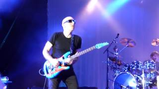 Joe Satriani duel with Mike Keneally amazing guitar solo 06062013