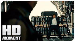 Итан крадет груз из самолета - Миссия невыполнима: Племя изгоев (2015) - Момент из фильма