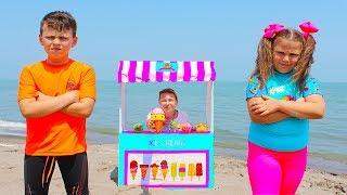 Ali and Mama pretend play Ice Cream Shop