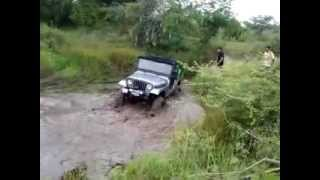 preview picture of video 'mahindra jeep offroading - pune'