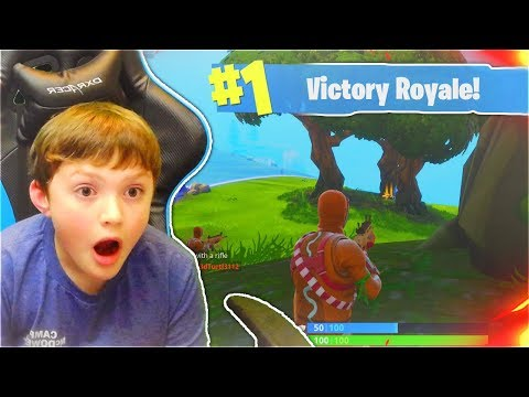 MY LITTLE BROTHER REACTS TO HIS FIRST DUOS WIN... (FORTNITE BATTLE ROYALE CRAZY VICTORY ROYALE)