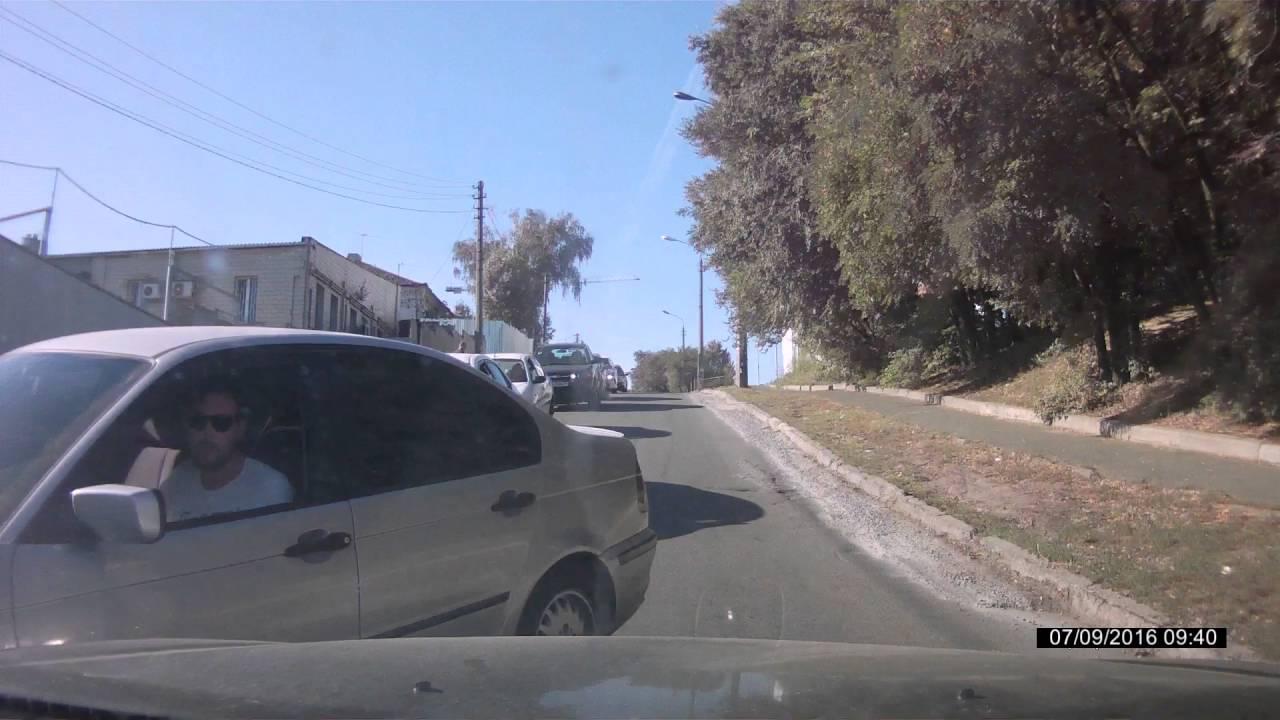 Хамство на дороге: плюнул и уехал