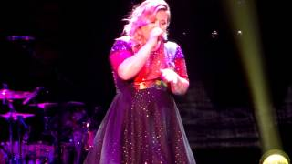 Kelly Clarkson Covers 'Off to the Races' by Lana Del Rey