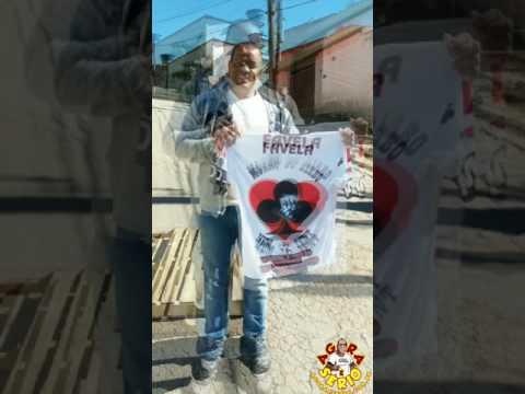 Repórter Favela ganha Camisa do Morro do Kiabo da Favela do Justinos