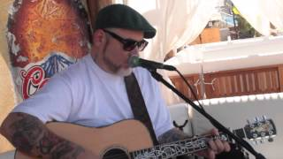 "Everlast playing ""Sad Girl"" acoustic to small crowd"