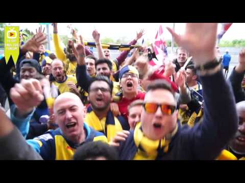 """""""She Wore, She Wore"""" Robbie Leads The Celebrations  