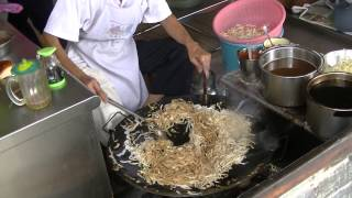 preview picture of video 'Char Koay Teow, Medan Selera, Kampar, Food Hunt, P1'