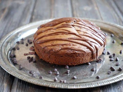 Video 5-ingredient Peanut Butter Cake (Gluten-free!)