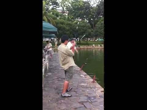 Catching a 4.5kg Snapper in Pasir Ris Pond