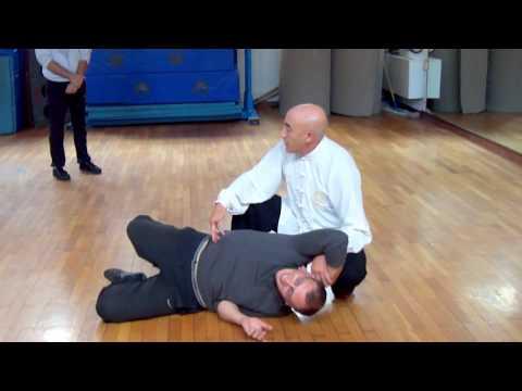 Limposizione di benda primaria sul gomito e del ginocchio