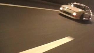 新名神高速道路トンネルスポーツカーとバイクの集団