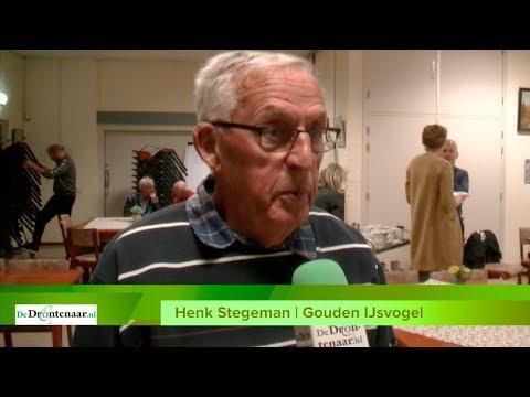 VIDEO | Biddinghuizen gunt 'gouden ijsvogel' aan tennisvrijwilliger Henk Stegeman