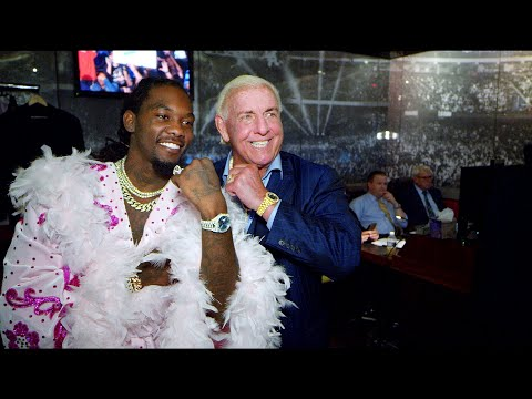 """Offset shows off """"Ric Flair drip"""" backstage at SmackDown LIVE: WWE Exclusive, Sept. 17, 2019"""