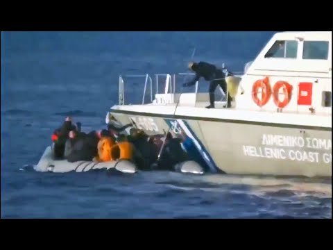 Σκάφος του λιμενικού πυροβολεί βάρκα με πρόσφυγες