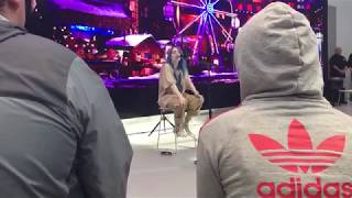 """Billie Eilish Performs """"come out and play"""" Live"""