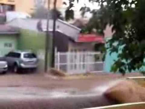 Chuva causa pânico em São Carlos