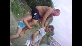 Смотреть онлайн Неудачный прыжок в воду толстого мужика