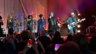 New! Boy George & Culture Club Live feat. Gladys knight! Runaway Train