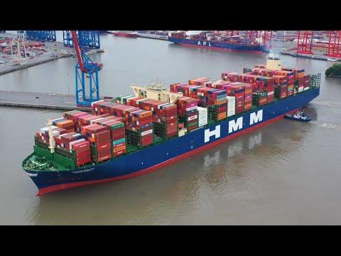 Jūrų transporto galios pavyzdys. Žiūrėkite įrašą su didžiausiu pasaulyje konteinerių laivu