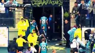 Chaos - Zenit's hooligans enter the field!