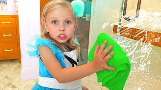 Alisa pretend play with cleaning toys ! Little girl helps Mommy to clean the house