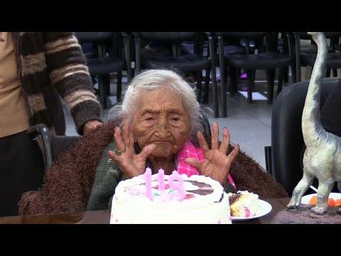 العرب اليوم - شاهد: أقدم معمرة في العالم تحتفل بعيد ميلادها الـ118 في بوليفيا