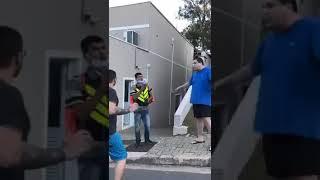 Entregador de aplicativo sofre ofensas racistas em condomínio de São Paulo