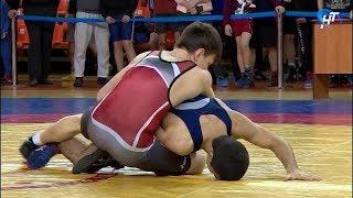 В зале Центральной спортивной арены прошли открытые региональные соревнования по вольной борьбе