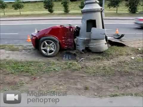Феррари разорвало на две части в Москве.