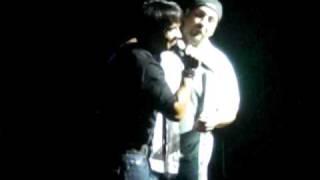 "Joey Fatone ""singing spanish"" @ Luis Fonsi's concert (Miami 8-22-09)"