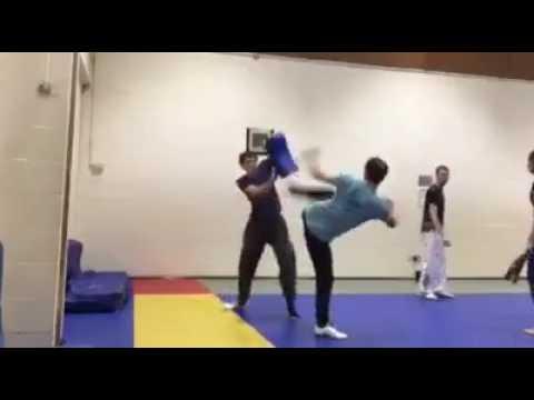 Một số bài tập đấu với đòn móc gót