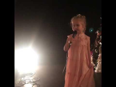 6-летняя Лиза Галкина спела песню Раймонда Паулса Миллион алых роз и поздравила его с днем рождения