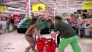 preview picture of video 'Flashmob Coca-Cola 125 aniversario en Carrefour Manresa'