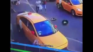 В Москве таксист сбил футбольных болельщиков.