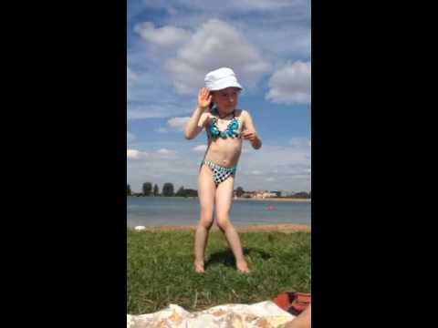 Девочка отжигает под MC Doni feat. Натали – А Ты Такой - мужчина С Бородой
