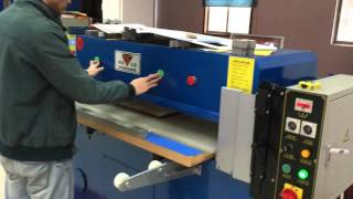hydraulic die cutting machine TESTING cutting 3mm MDF by 30 tons.
