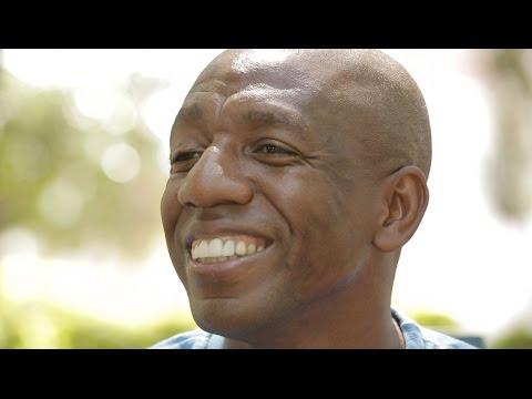 Jogador Amaral conta como conseguiu driblar a aposentadoria mesmo após 20 anos de carreira