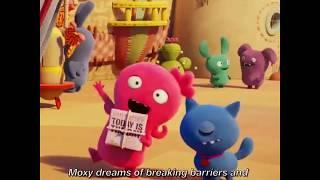 Kelly Clarkson describes her UglyDolls character, Moxy!