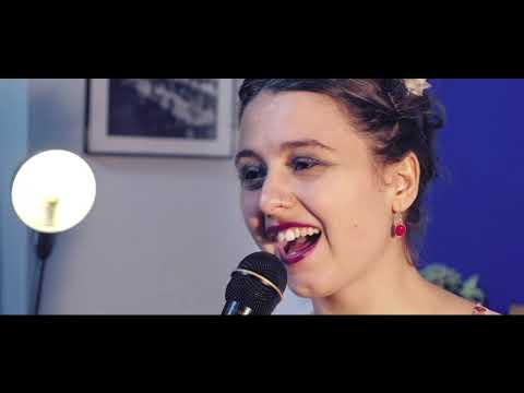 Francesca Colli - Jazz, Pop, Blues Singer Voce e ukulele o chitarra Torino musiqua.it