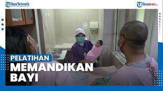 Pelatihan Memandikan Bayi dengan Protokol Kesehatan Ketat