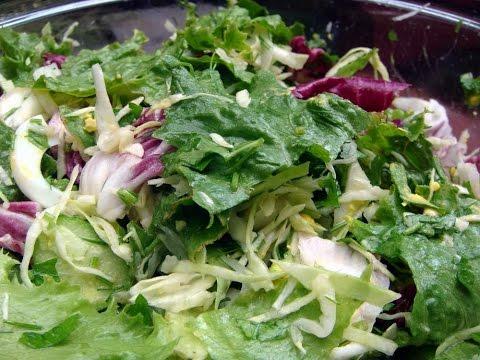 """Легкий салатик из салатных листьев на канале """"Дела домашние"""""""