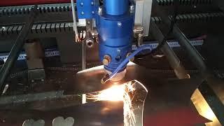 LiquiLaser PRO Mixta – cortando acero inoxidable