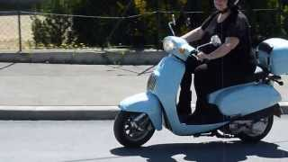 preview picture of video 'Female driving scooter DAELIM BESBI 125 cm3 14/04/2013 FRANCE Marignane'